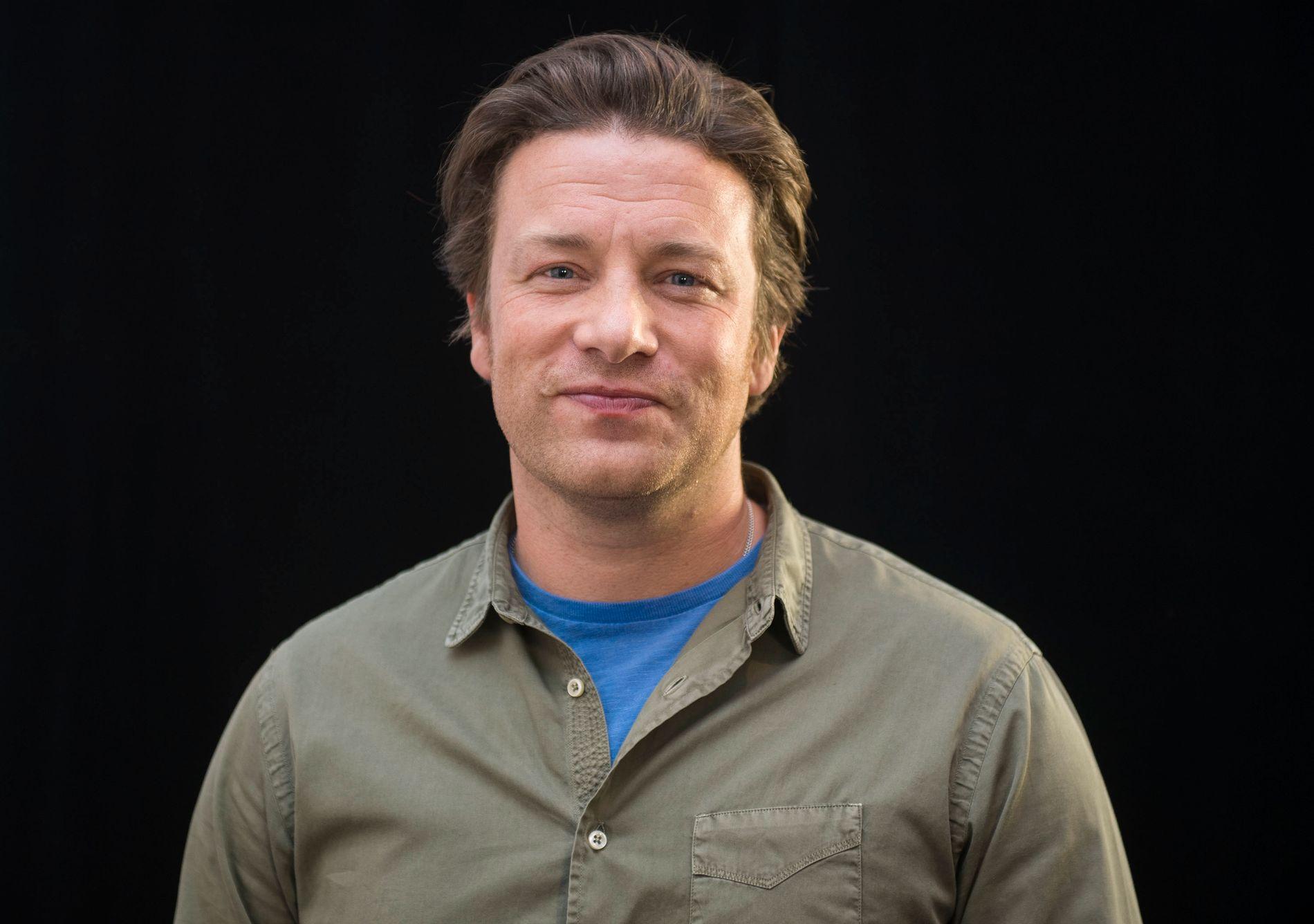 BRENT BARN: Jamie Oliver skyr ilden. I hvert fall varmluftsvifte. Her er han avbildet på en kokke-event i Toronto i oktober.