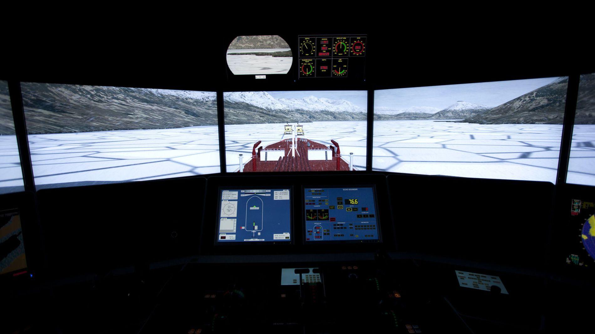 MØRKE TIDER: Kongsberg Gruppens viktigste divisjon, Kongsberg Maritime, tynges av motgang i både olje- og shippingmarkedet. Her er én av selskapets avanserte simulatorer avbildet fra Tromsø Maritime Fagskole.