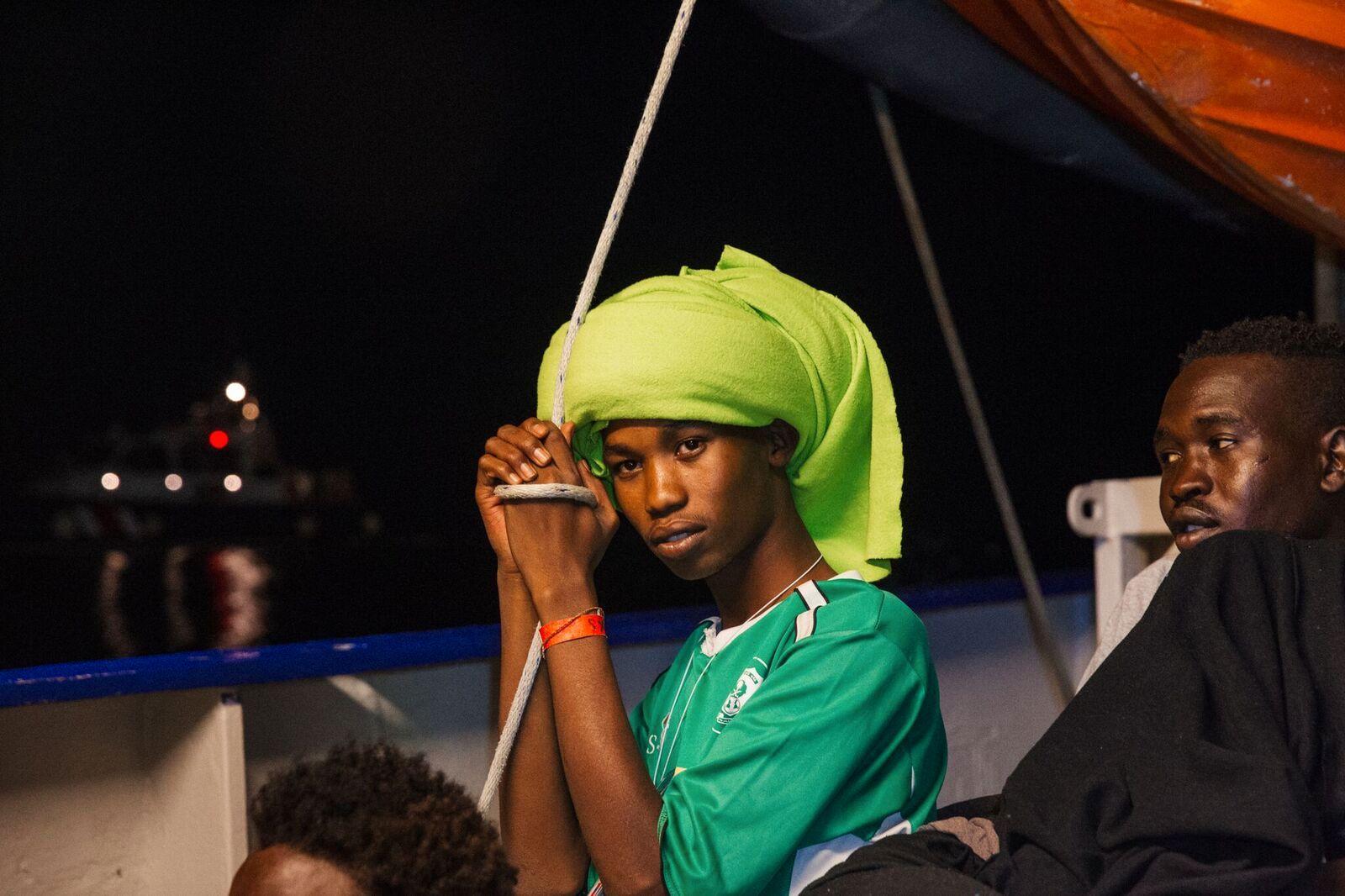VENTER: Til EU har kommet frem til en avgjørelse, kan migrantene på båten ikke gjøre annet enn å vente.