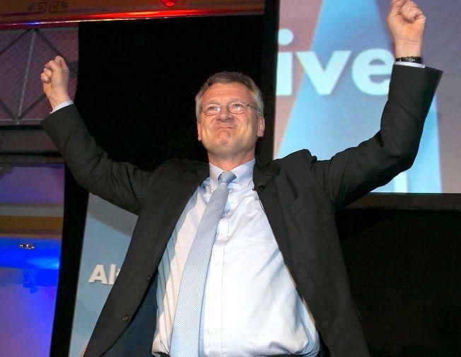 FREMGANG: Nestleder i AfD, Joerg Meuthen, jubler over valgdagsmålingene som viser at partiet ligger an til det godt resultat i tre tyske delstatsvalg.