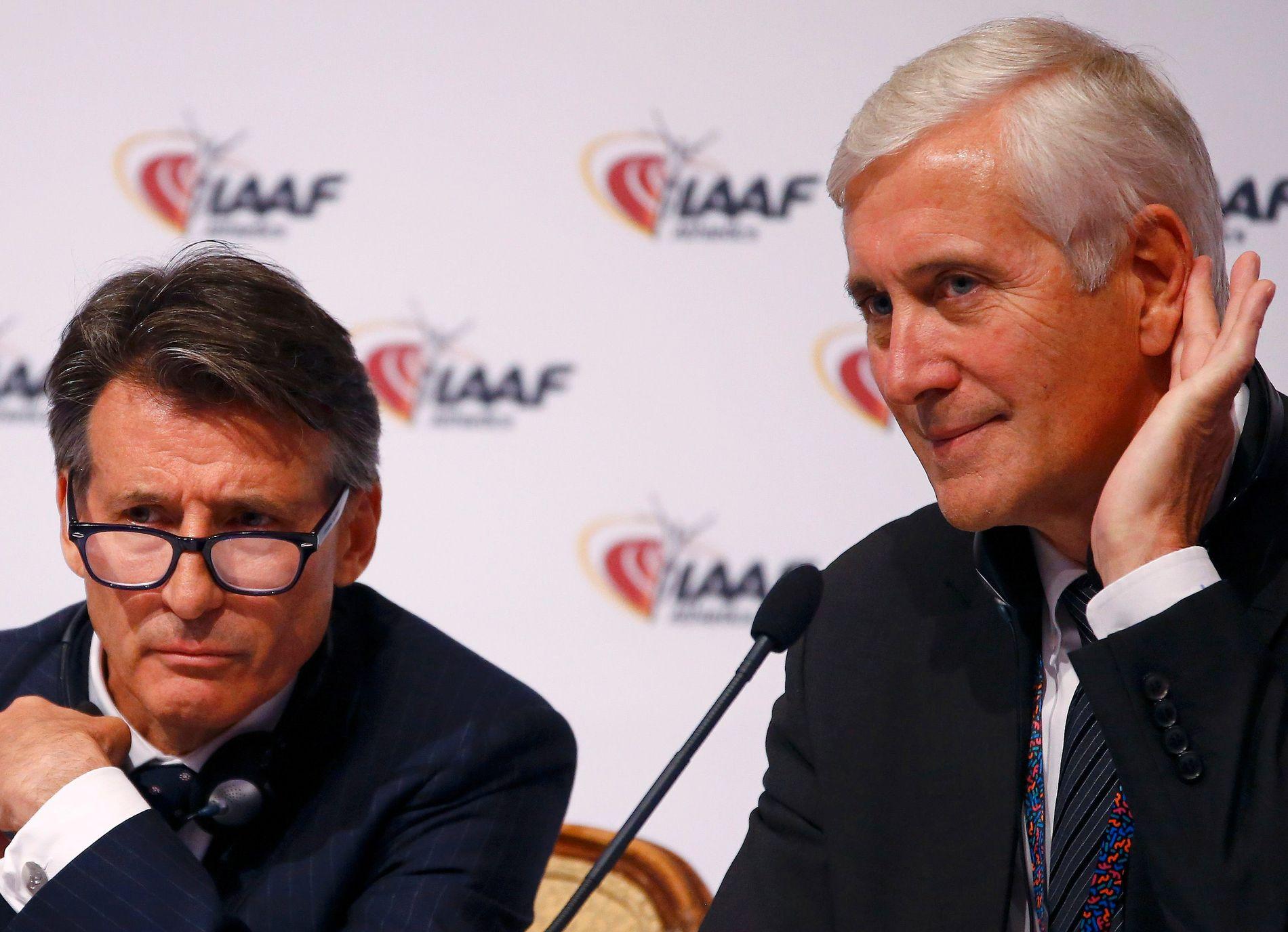 SJOKKRESULTAT: Rune Andersen (t.h) og IAAF-president Sebastian Coe i Wien 17. juni.