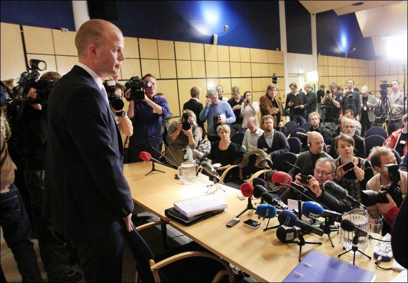 REDEGJORDE: Statsadvokatene Svein Holden og Inga Bejer Engh la i dag frem rettspsykiaternes konklusjon, og redegjorde for noe av den på en pressekonferanse på politihuset i Oslo. Foto: CORNELIUS POPPE, SCANPIX
