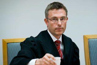 BISTÅR: Advokat Morten Engesbak bistår den norske barnefaren sammen med advokat Mette Yvonne Larsen.