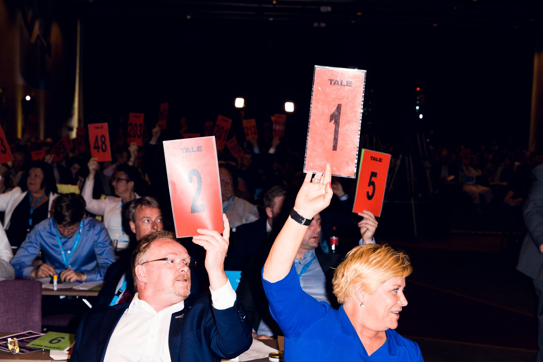 LANDSMØTE: FrP-landsmøtet har votert over flere kontroversielle tema lørdag. Her ved nestleder Per Sandberg og Siv Jensen.
