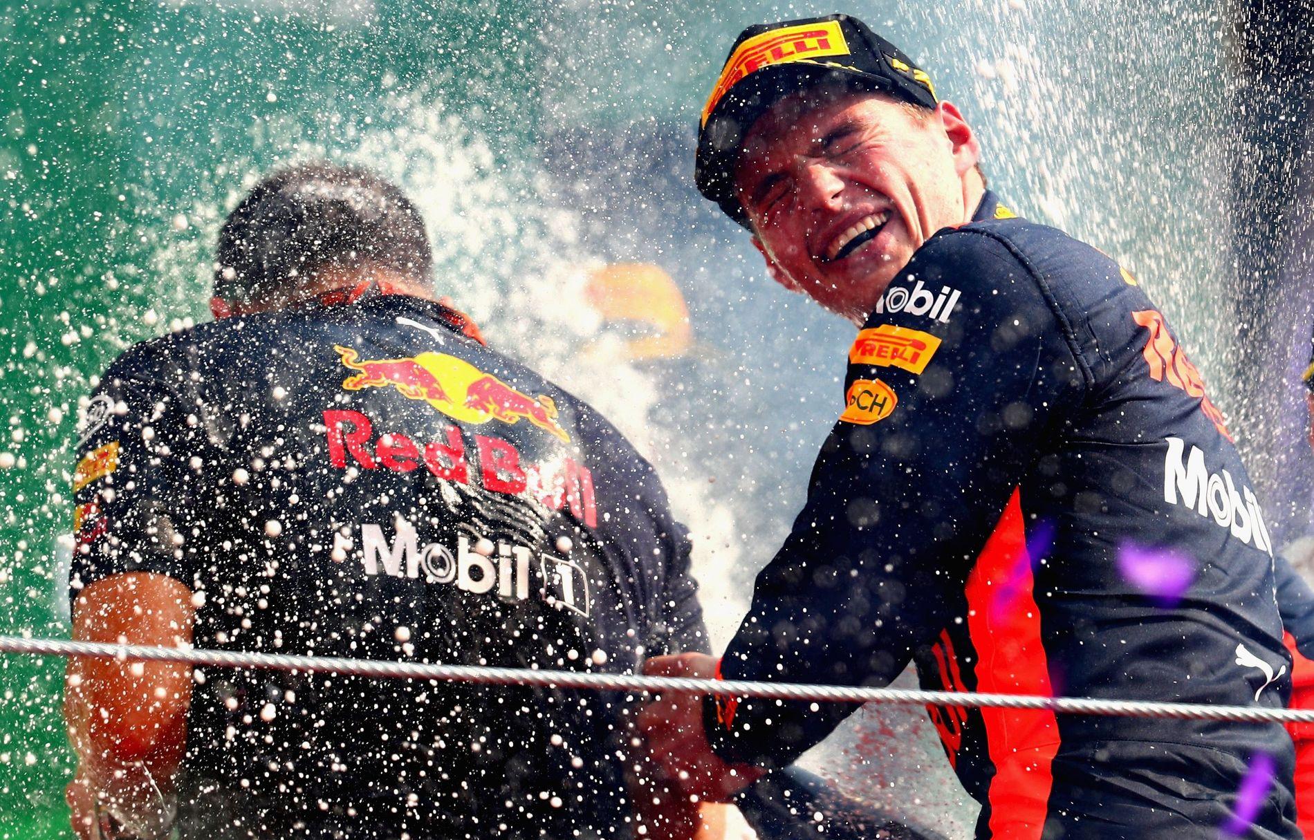 VANT: Max Verstappen fra Nederland vant Forme1-løpet i Mexico for ei drøy uke siden. Her feirer han med champagne.