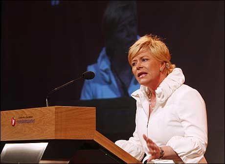 SLÅR TILBAKE: Frp-formann Siv Jensen mener det hennes parti driver med ikke er sutring, men påpeking av reelle problemer Norge står overfor. Foto: Scanpix