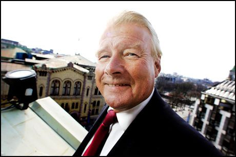 TAKKER FOR SEG: Carl I. Hagen (FrP) trekker seg fra rikspolitikken. Foto: SCANPIX