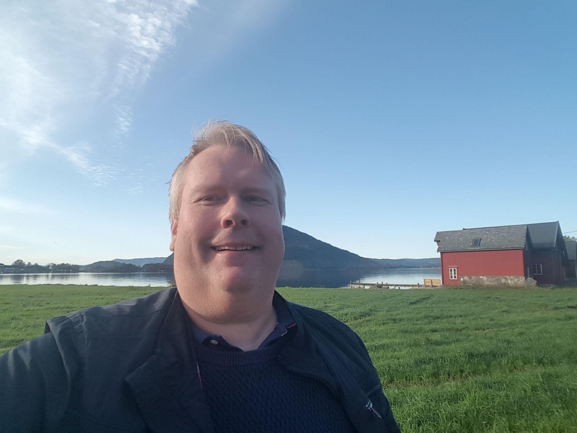 STUNTPOET: Arne Torget fra Kvinnherad, som lenge kommenterte nyheter med dikt for lokalaviser, har nå fått kjemperespons på sitt dikt «LOTHEPUS OG MANNEN» på Facebook.
