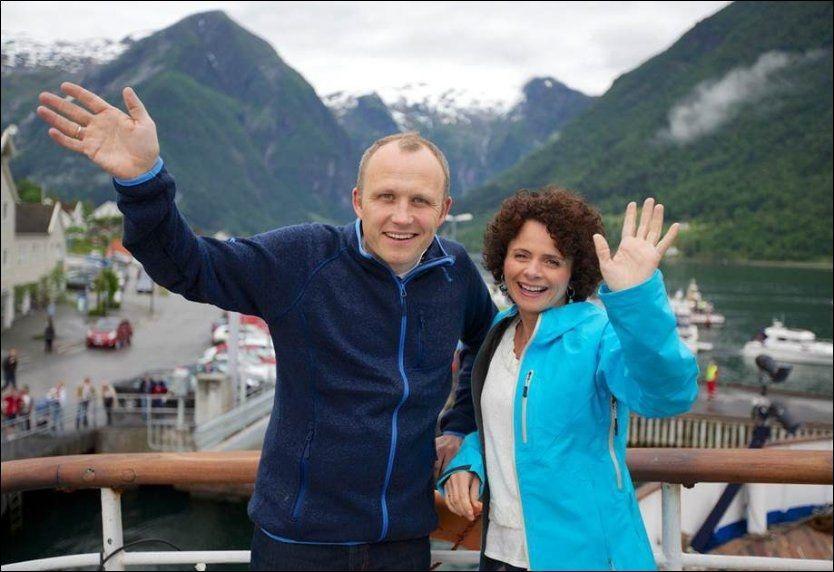 JUBLER: Forrige uke oppnådde «Sommeråpent» med Nadia Hasnaoui tidenes beste resultat med 629.000 seere. Både hun og programredaktør Rune Møklebust har all grunn til å juble. Foto: Sindre Skrede / NRK