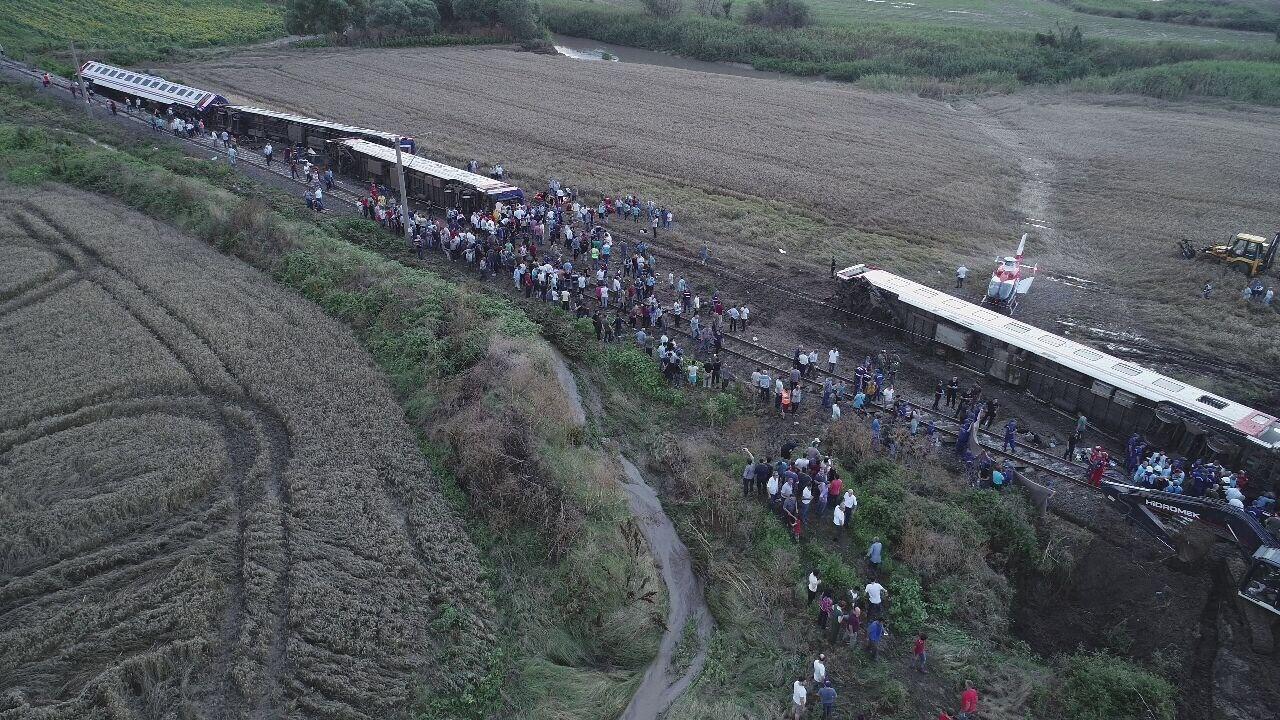 FLERE DREPTE: Et tog har sporet av i Tyrkia, nær byen Corlu vest for Istanbul.