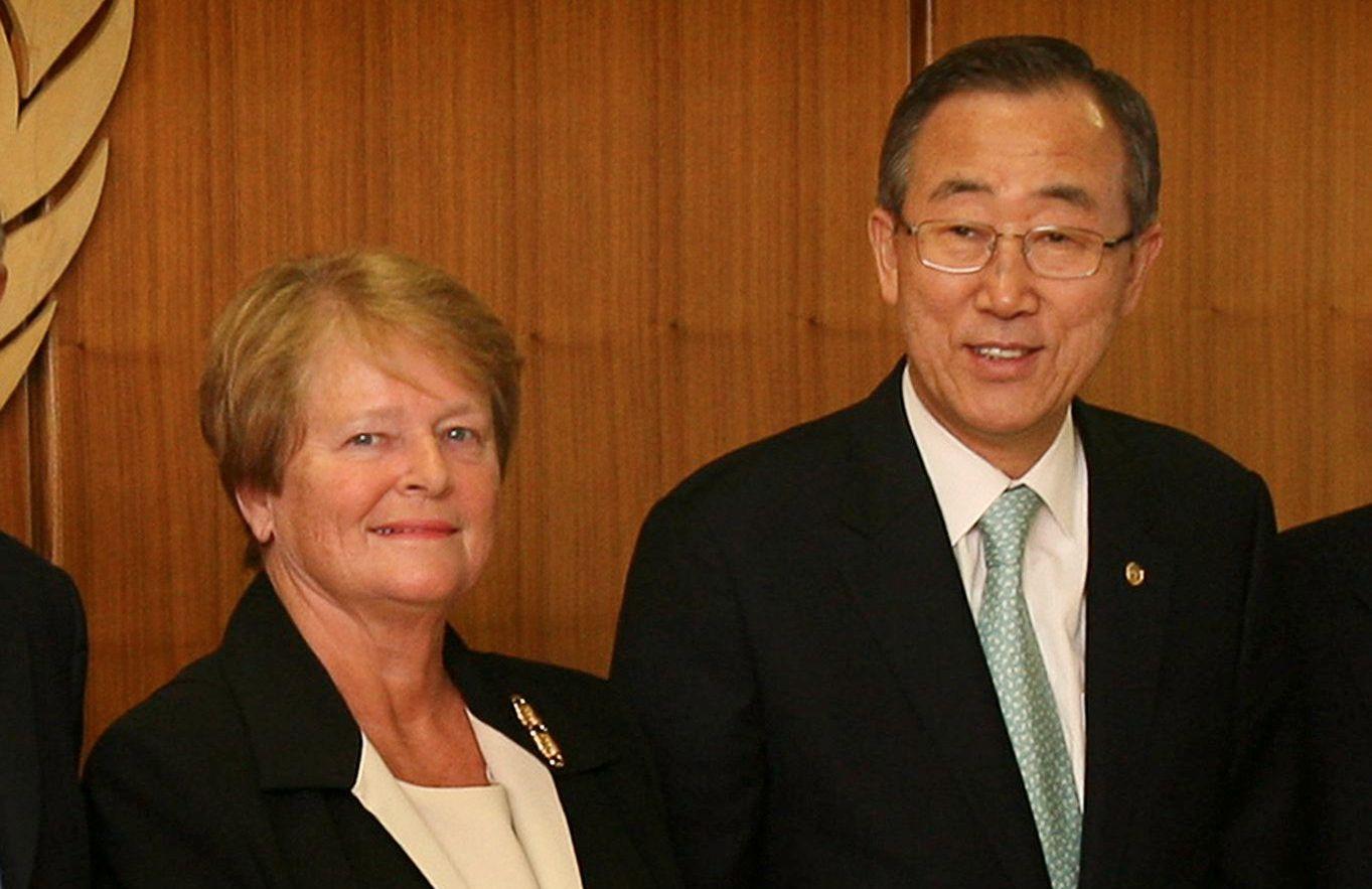 FELLES APPELL: Gro Harlem Brundtland og Ban Ki -moon ber lederne i USA og Russland ta til fornuft og berge INF-avtalen, som opphører fredag. Bildet er fra Brundtlands besøk hos den tidligere FN-sjefen på hans kontor i New York i 2007.