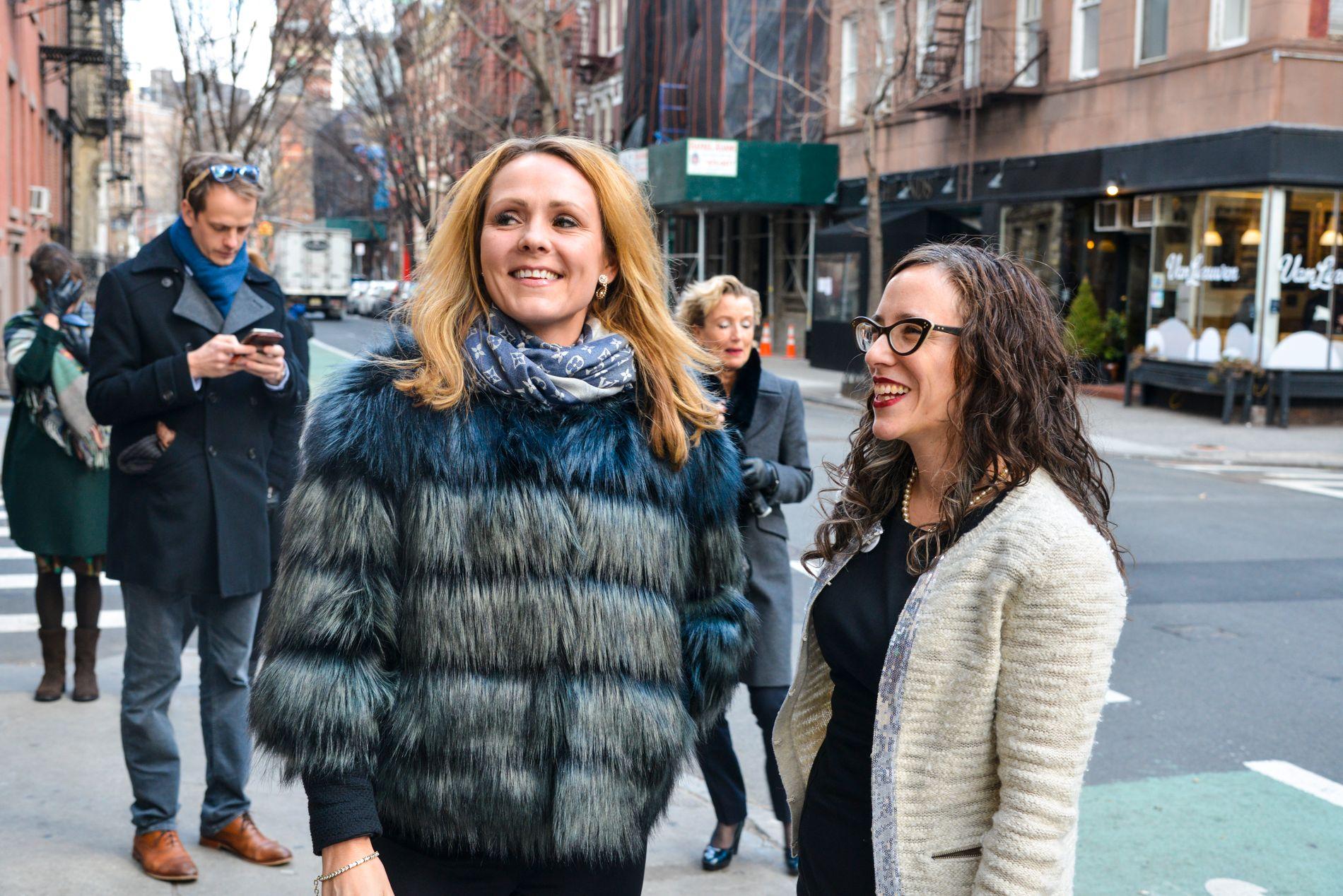 MØTTES: Barne- og likestillingsminister Linda Helleland og Jessica Stern i  OutRight Action International utenfor baren Julius i Greenwich Village i New York.