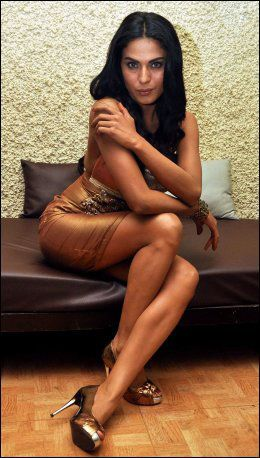 FORSVUNNET: Her er Malik på settet til Bollywood-filmen hun spiller inn. Ingen har sett henne siden fredag morgen. Foto: Afp