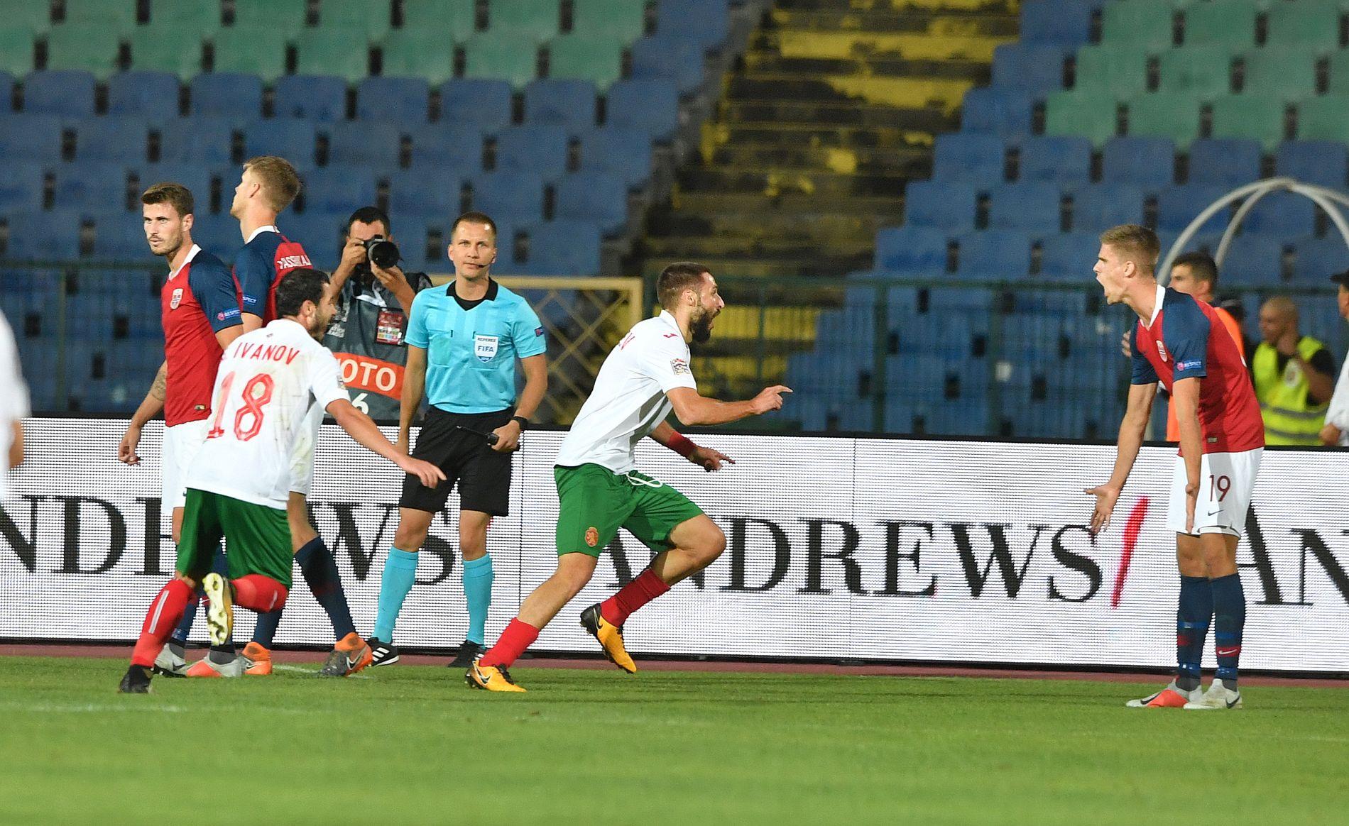 BULGARI-NEI! Håvard Nordtveit (til venstre), Kristoffer Vassbakk Ajer og Markus Henriksen reagerer etter Radoslav Vasilev og Bulgarias vinnermål mot Norge søndag.