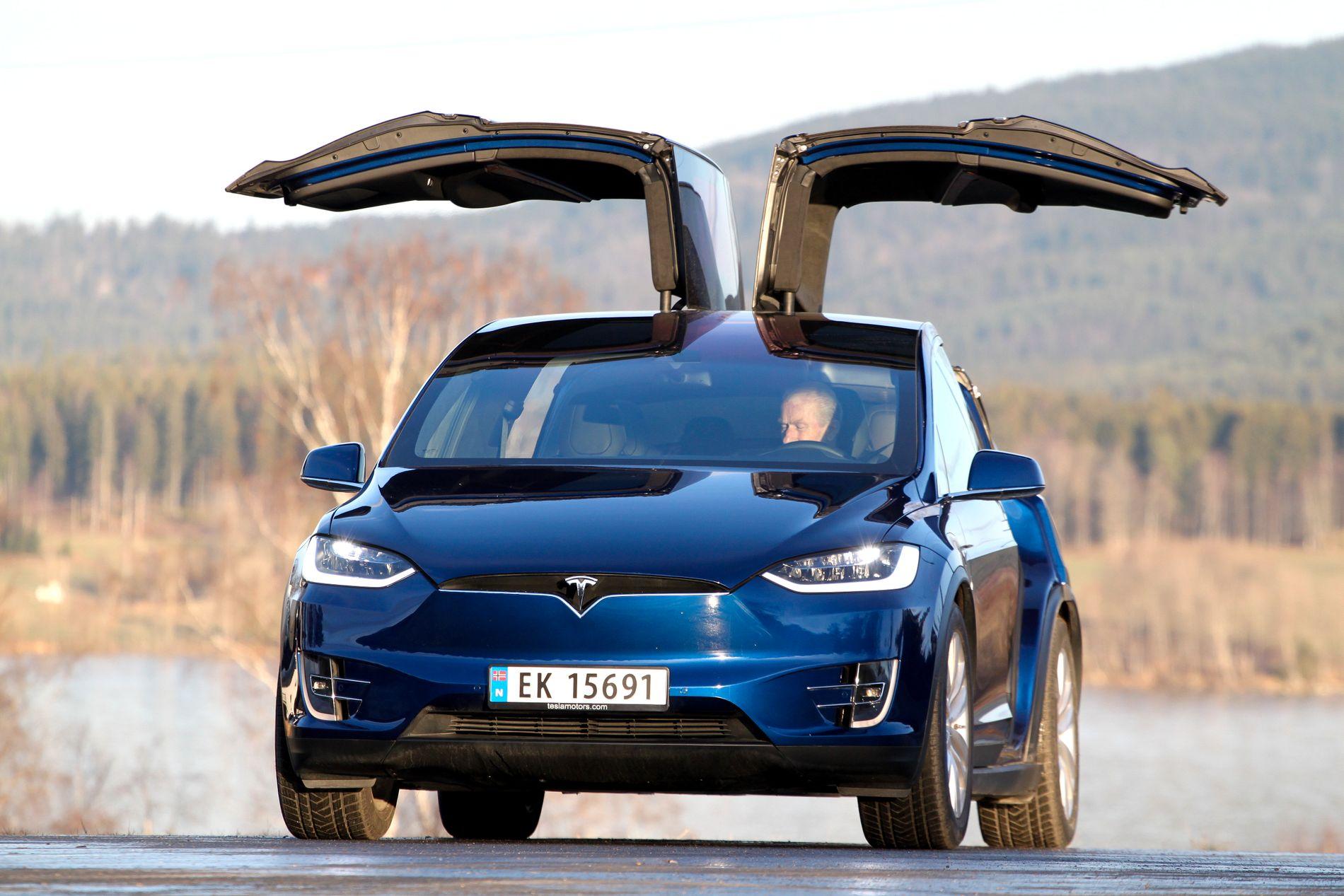 POPULÆR: Tesla Model X var en av Norges mest solgte elbiler i august. Her ser man en seksseters P90D-versjon av bilen.