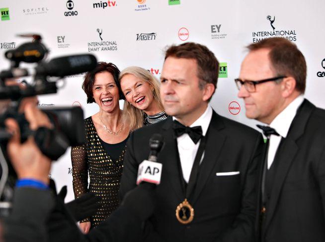 SEIERHERRENE: «Mammon»-skaperne Gjermund (t.v.) og Vegard Stenberg Eriksen fikk Emmy-prisen for beste drama med serien «Mammon 2», som gikk på NRK. Men serien er for tiden ikke tilgjengelig på NRKs nettsider.