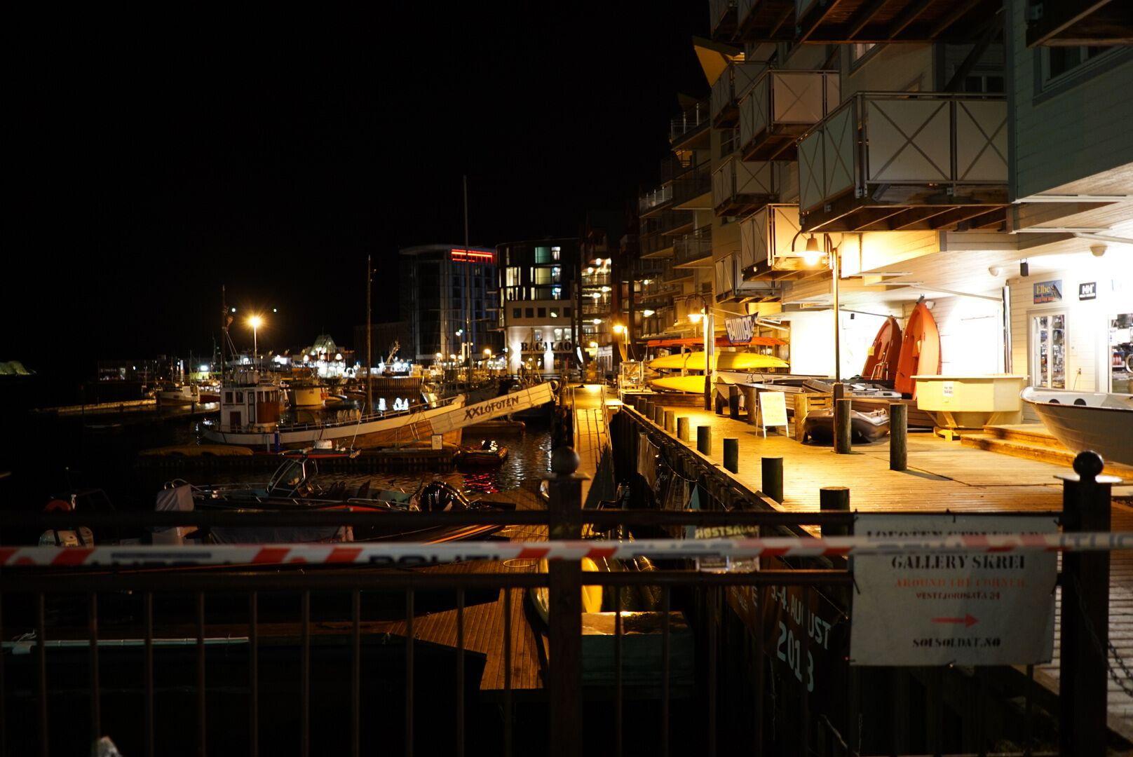 SKUDDRAMA: En person er fraktet til sykehus etter skuddrama i Svolvær.