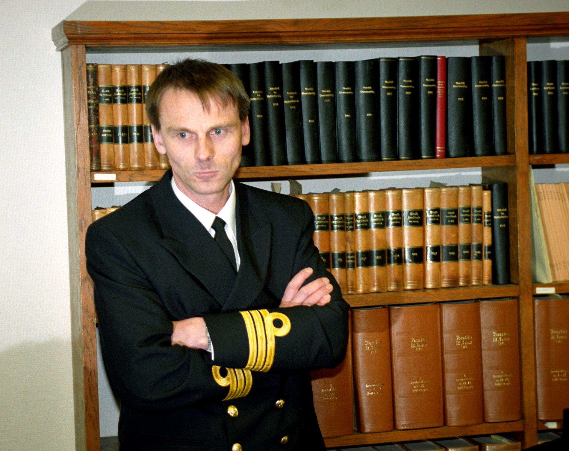 25 ÅR SIDEN: Første dag i sjøforklaringen for skipssjef Christian Irgens for KNM «Oslo» i Bergen januar 1994. Han var skipssjef da KNM «Oslo» gikk på grunn 24. januar 1994.