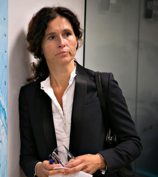 IKKE SVART HVITT: Julie Wilhelmsen mener det kan være for lett å overse nyansene og dermed fyre opp under den spente situasjonen.