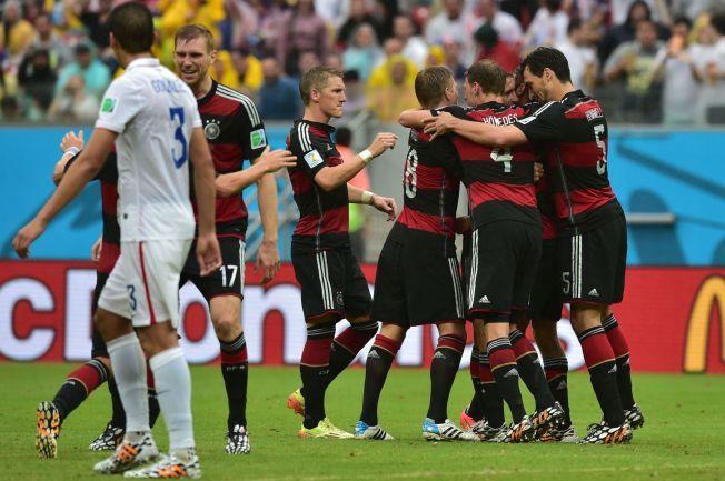 MÜLLER-SCORING: Tyskland jubler for 1-0-scoringen mot USA torsdag.