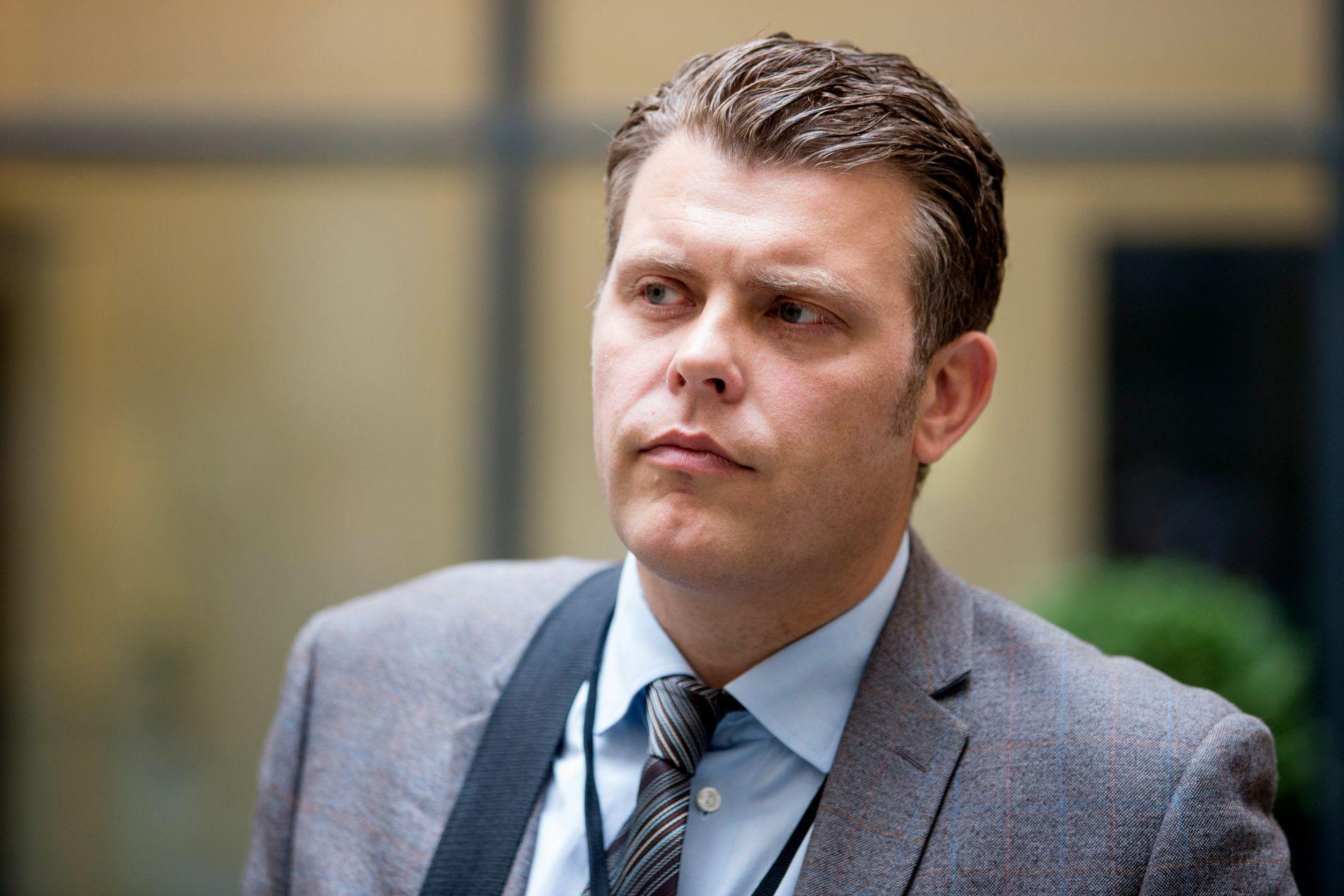 SVARER PÅ KRITIKKEN: Justisminister Jøran Kallmyr (Frp).