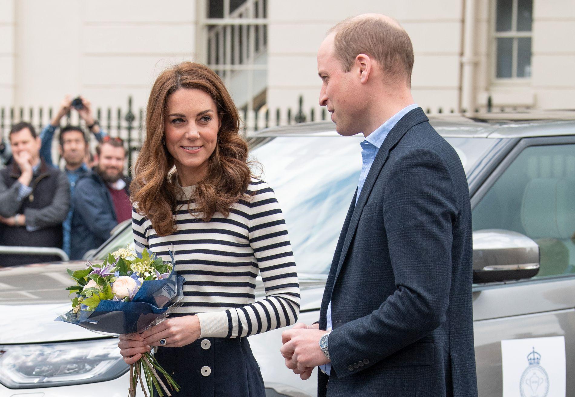 VELKOMMEN! Kate og William ønsket sin lille nevø velkommen til verden da de møtte pressen tirsdag.