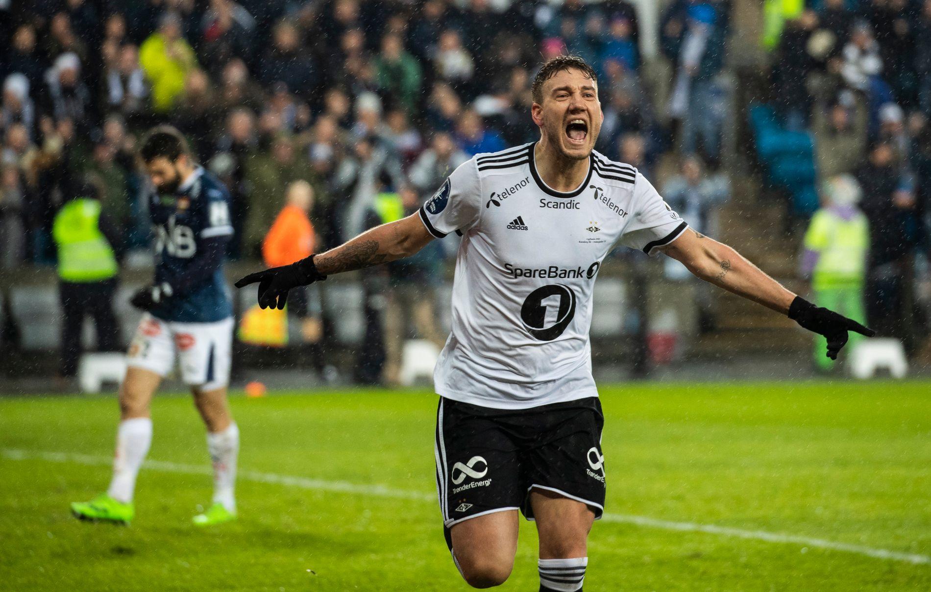 CUPHELT: Nicklas Bendtner etter en av sine to scoringer i cupfinalen (4–1) mot Strømsgodset i desember.