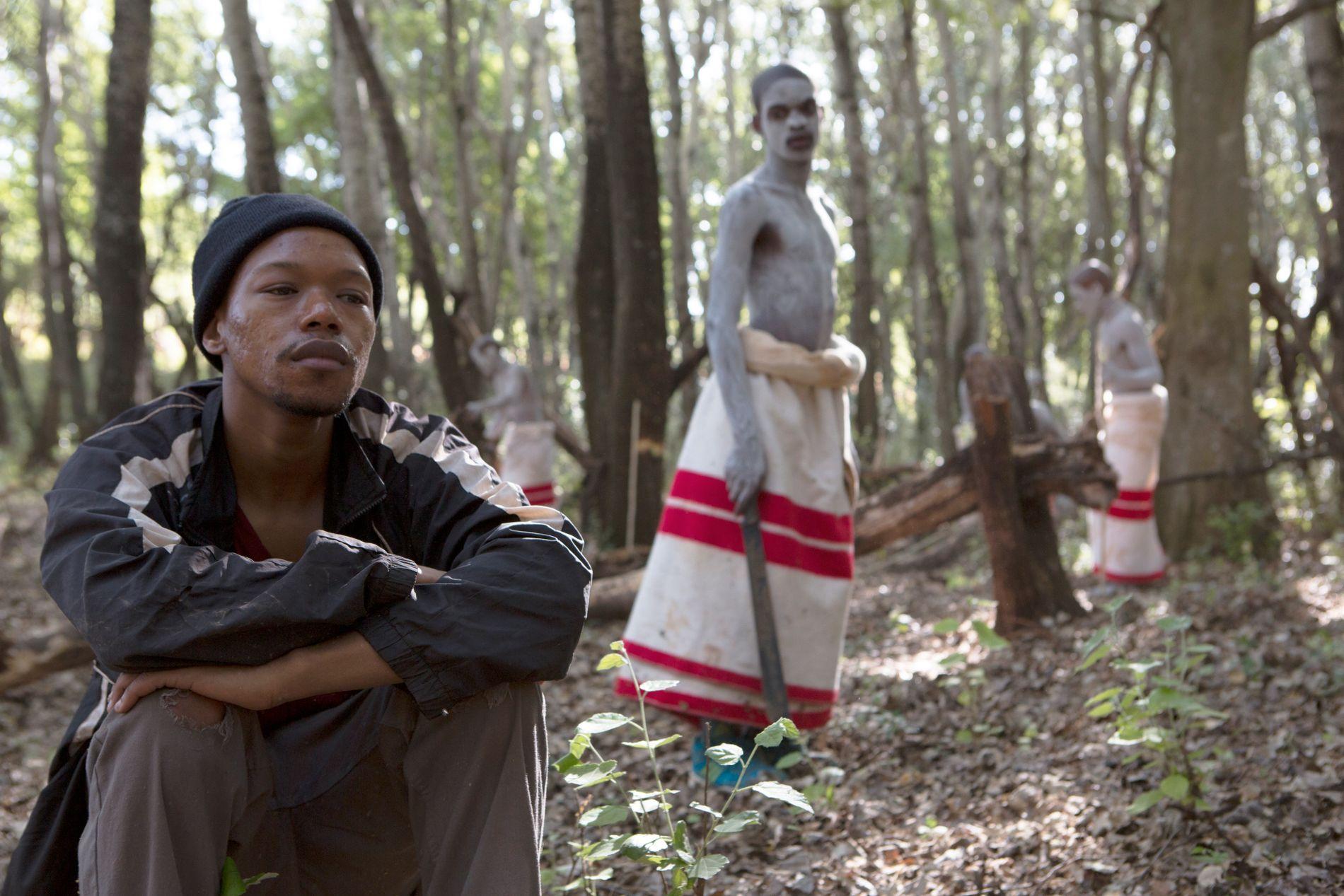 GUTTER OG MENN: Nakhane Touré og Niza Jay i «The Wound».
