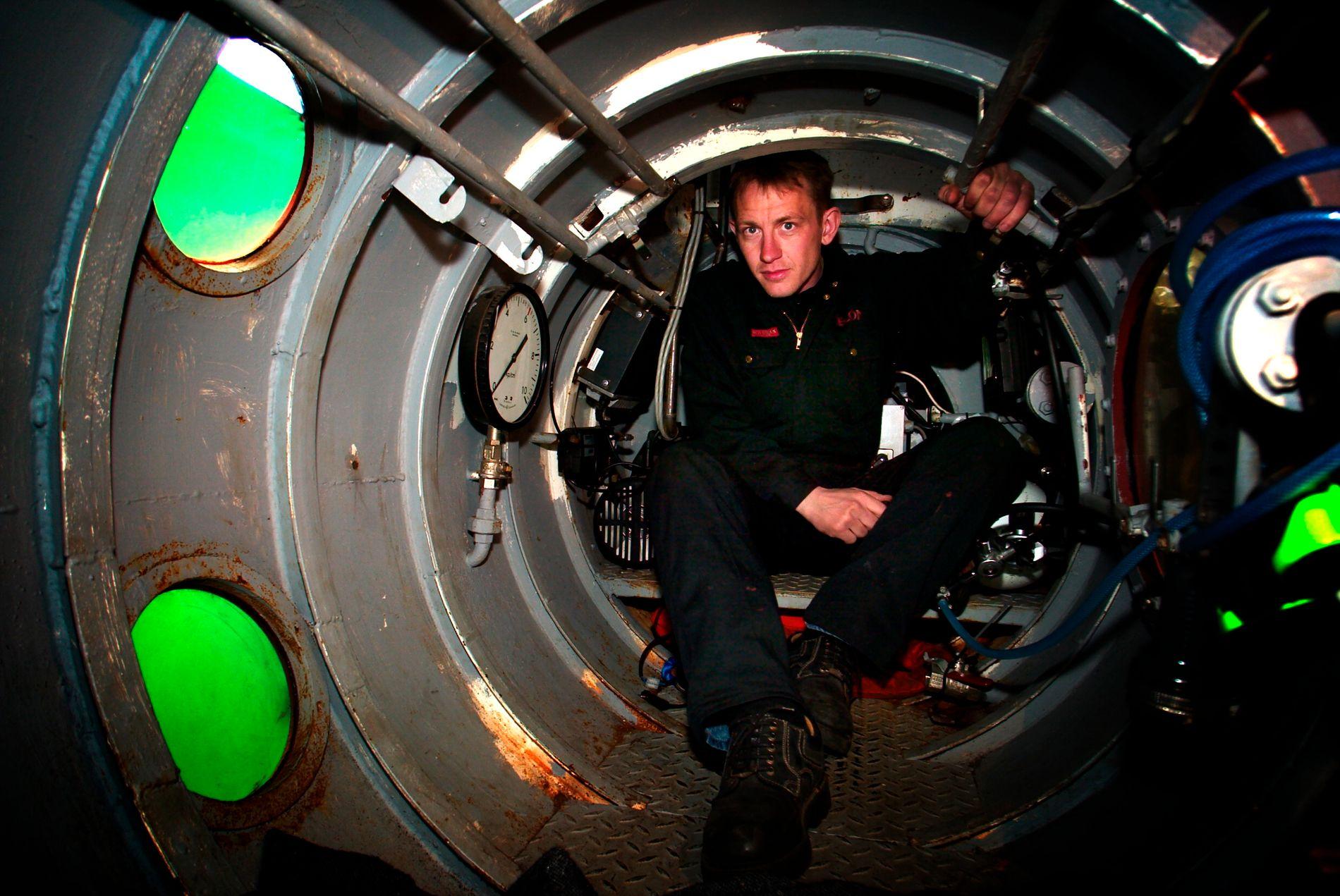 SKAL VÆRE SKADET: Ifølge den danske avisen er den drapsdømte ubåtbyggeren overfalt i fengselet. Her avbildet i ubåten Nautilus i april 2004.