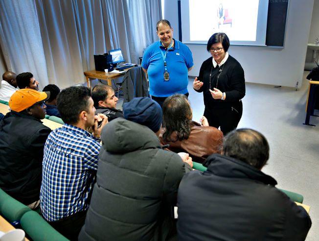 KJENT KURS: Det voldtektsforebyggende kurset til Hero har på kort tid bli verdenskjent. Mandag holdt Linda Hagen kurs på Hå mottak.