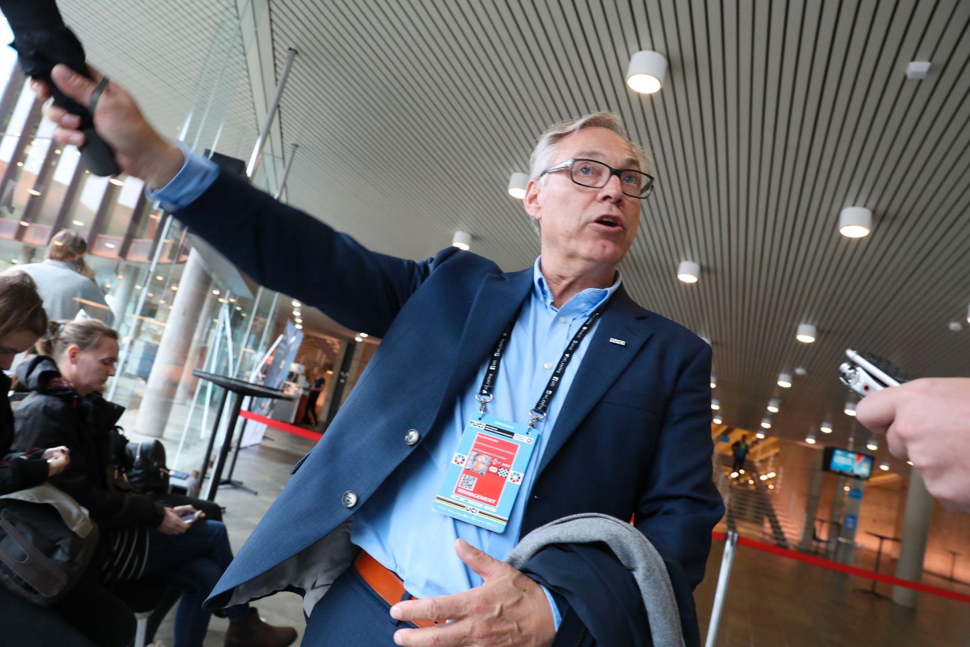 SLIPPER ANMELDELSE – FORELØPIG: Harald Tiedemann Hansen satt på tre sider av bordet under VM i Bergen. I dag har han fortsatt en rolle i Norges Cykleforbund og UCI.