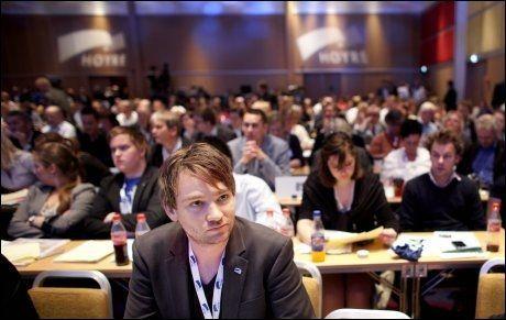 VIL KUTTE: - Prinsippet må være at det alltid skal lønne seg å jobbe, sier Unge Høyres leder Henrik Asheim, her under Høyres landsmøte tidligere denne måneden. Foto: Scanpix