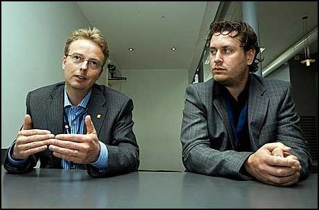 KRITISKE: Ordfører i Os kommune, Terje Søviknes (t.v.) og hans kollega i Austevoll Helge Andre Njåstad. Foto: Kristian Helgesen