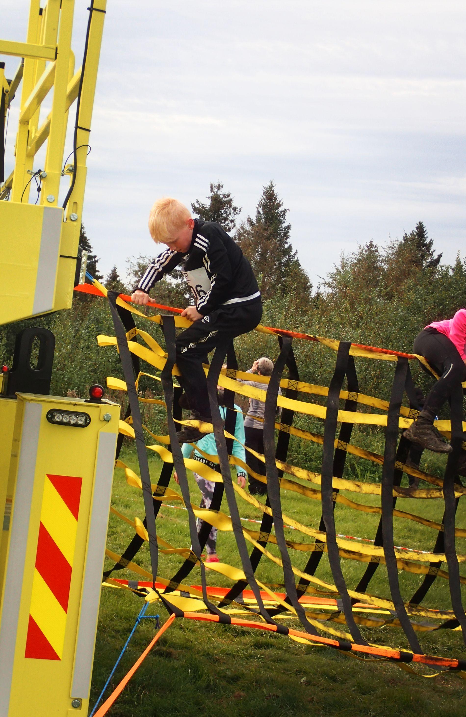 RÅTASSER: Sportsarrangementet Romerikes Råeste har vært med på å sette Nannestad på kartet. Hele 850 deltok i fjor. Her er Wilhelm i hinderløypa.