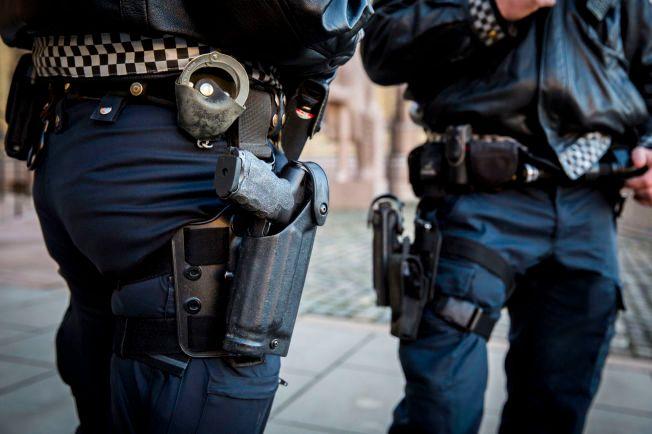 POLITIETS TJENESTEVÅPEN: Alle landets politimenn har siden november i fjor blitt utrustet med skyteklare våpen i tjeneste. Bildet viser politiets tjenestevåpen, Heckler & Koch P30L.