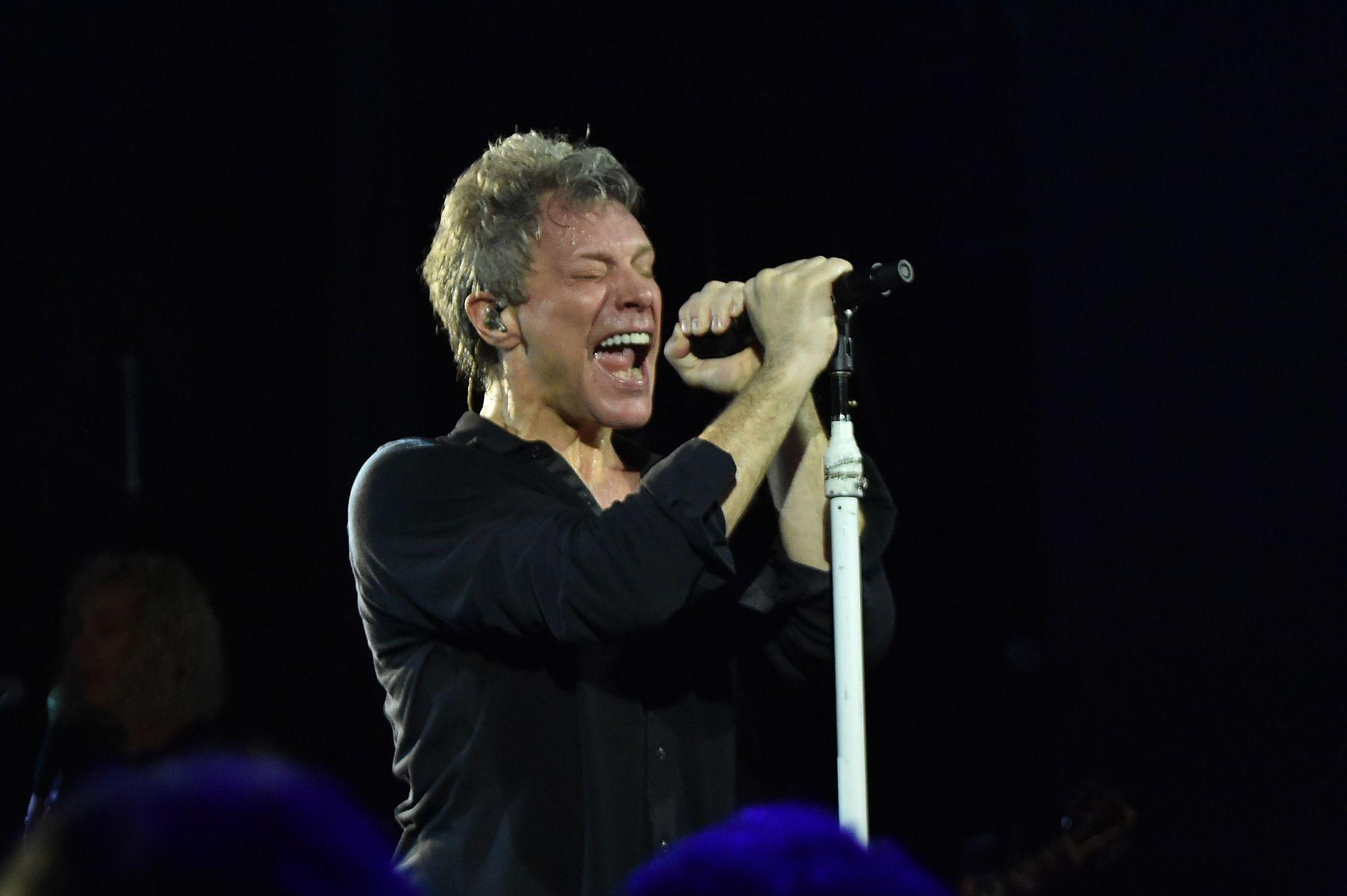 KOMMER TIL Å FORTSETTE: Jon Bon Jovi, her på scenen i 2003. Bon Jovi har holdt det gående siden tidlig 80-tall.