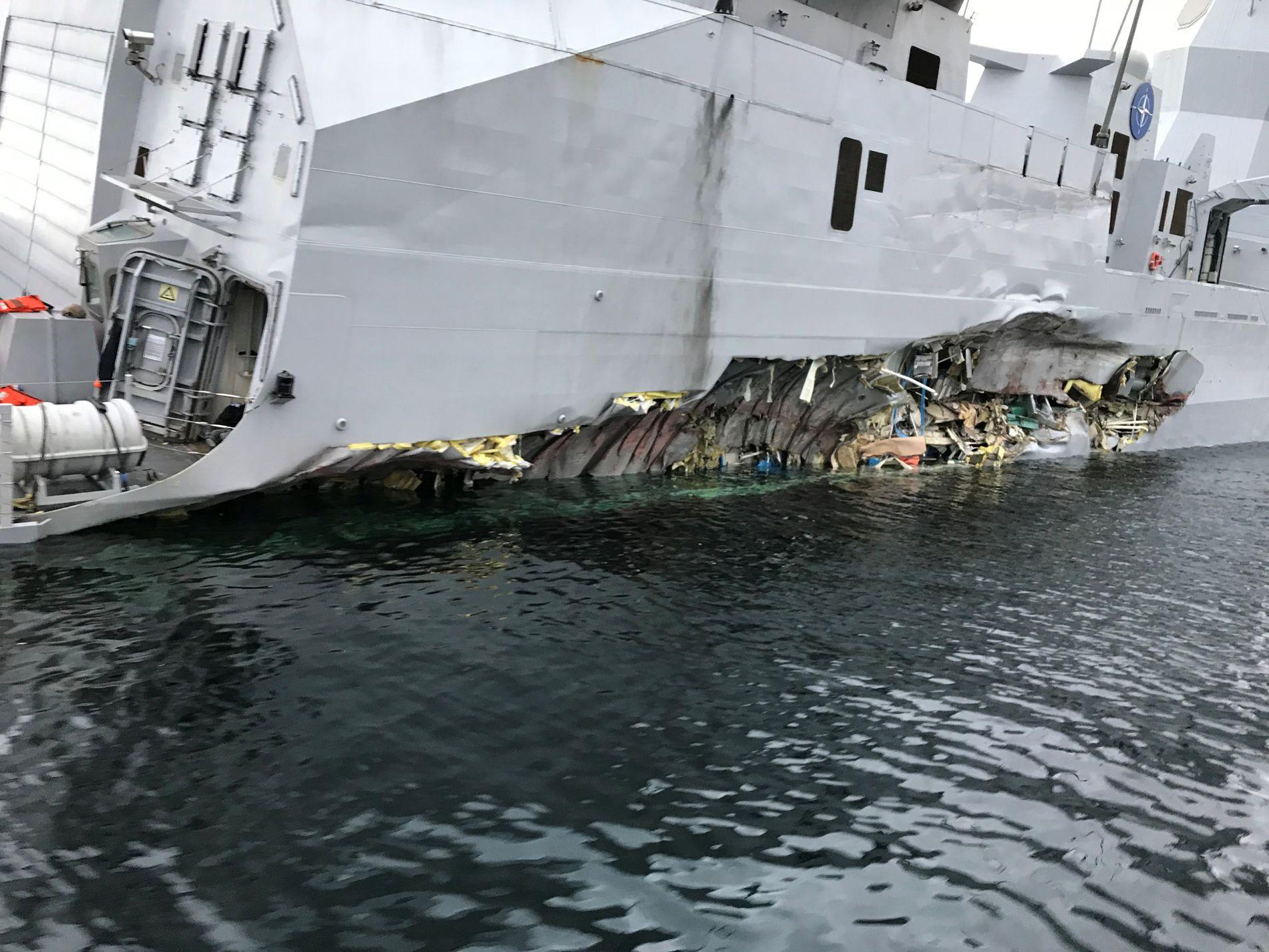 TOK INN VANN: «Helge Ingstad» fikk store skader under skipskollisjonen, blant annet denne store flengen  i skutesiden.