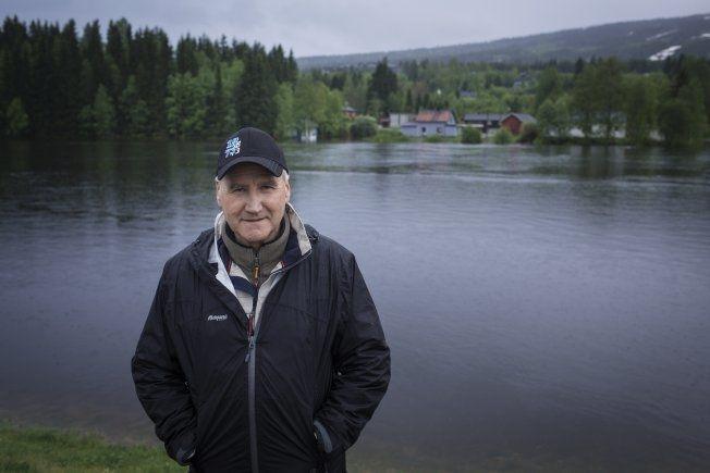 STORE VANNMASSER: Trysil-ordfører Ole Martin Norderhaug frykter at flommen kan gjøre store ødeleggelser i kommunen. Foto: KYRRE LIEN/VG