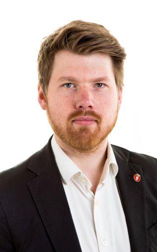TAKKET NEI: Atle Simonsen (26) er leder i Fremskrittspartiets Ungdom.