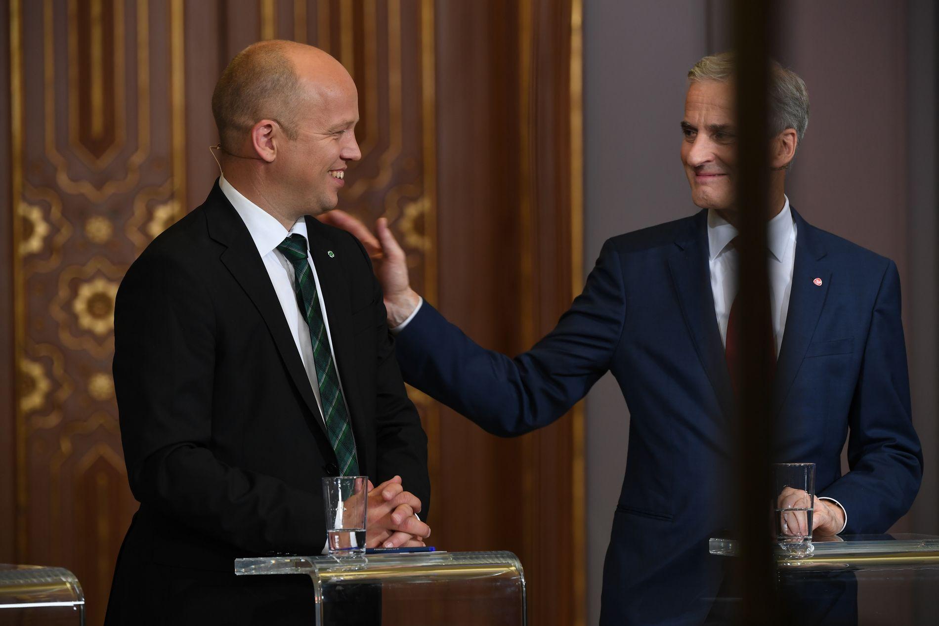 VINNER OG TAPER: Trygve Slagsvold Vedum og Sp ligger an til å bli valgvinnere, mens Jonas Gahr Støre og Arbeiderpartiet får det dårligste resultatet i et kommunevalg siden krigen.