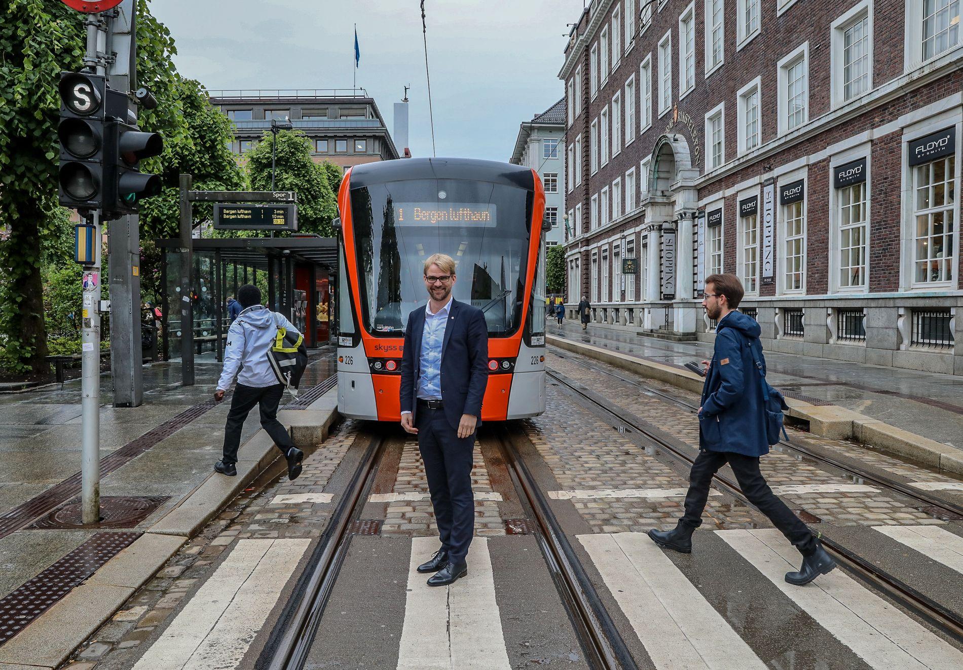 B-BRÅK: Bypakken, bompengeringen og bybanen skaper trøbbel for Roger Valhammer (Ap) og resten av byrådet.