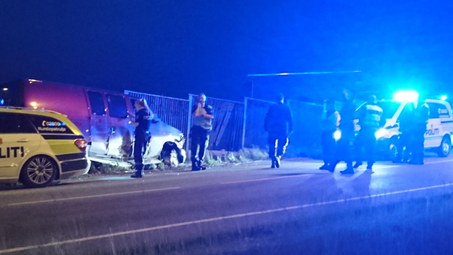 FÅTT EN SMELL: Sjåføren som la på flukt fra politiet er mistenkt for ruskjøring. Han måtte til slutt presses av veien.