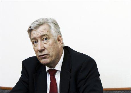 VIL SPARE: Finansminister Sigbjørn Johnsen (Ap) har varslet innstramminger i bruken av oljepenger. Kilder melder nå at SV ønsker å kompensere ved å øke skattenivået. Foto: FRODE HANSEN