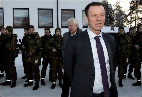 VIL SATSE PÅ VÅPEN: Statssekretær Roger Ingebrigtsen mener Norge bør satse på våpen når oljen tar slutt. Her fra et møte på Terningmoen leir. Foto: Geir Olsen