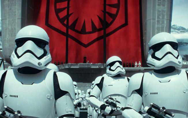 TOPPER LISTEN: Det har vært et enormt interesse for den nye Star Wars-filmen «Star Wars: The Force Awakens», og allerede én måned før premieren hadde det blitt solgt billetter for 430 millioner kroner i USA.