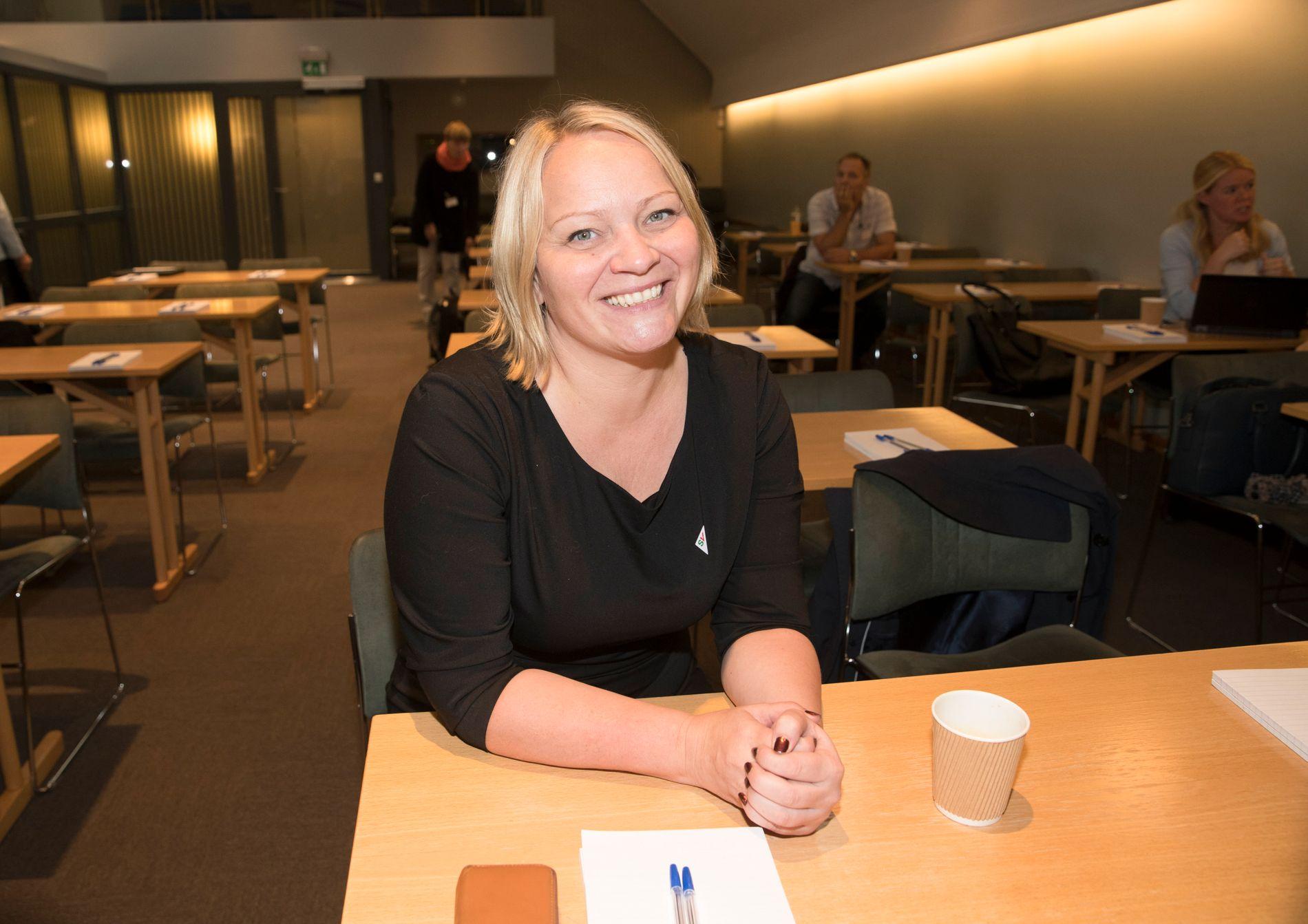 LÆRER OG STORTINGSKVINNE: Mona Fagerås representerer Nordland og SV på Stortinget. Hun har lang erfaring både som lærer for skolestartere og som rektor.