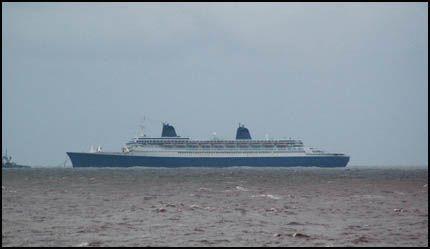 BLIR SPIKER?: Dette er et av de siste bildene som er tatt av SS «Norway», 73 nautiske mil utenfor Alang i India i slutten av juni. Foto: REUTERS