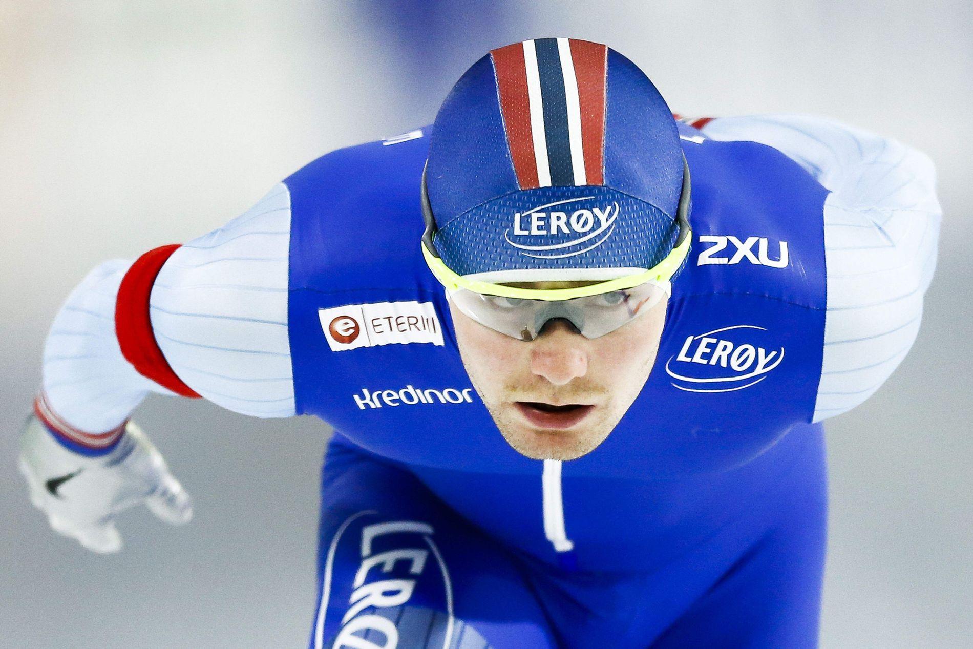 ALDRI PÅ PALLEN: Sverre Lunde Pedersen (26) har en rekke fjerdeplasser og har aldri vært dårligere enn nummer fem i allround-EM. Her fra 5000-meteren i Heerenveen før jul, der han kom på 4. plass bak Danila Semerikov, Patrick Roest og Sven Kramer.