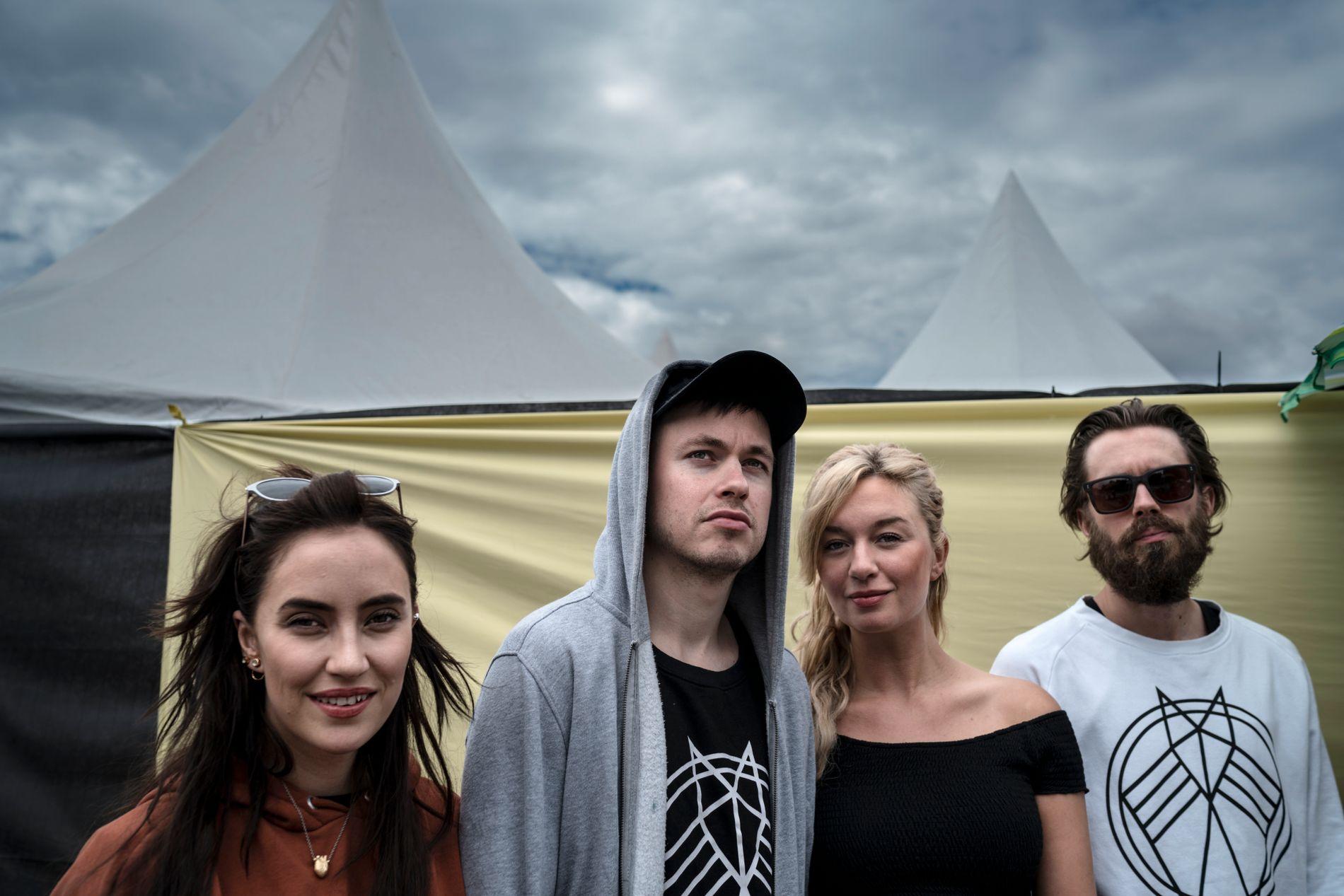 FØR BRÅKET: Highasakite backstage på Øyafestivalen august 2016. Fra venstre: Ingrid Helene Håvik, Trond Bersu, Marte Eberson og Kristoffer Lo. (Øystein Skar var ikke tilstede da bildet ble tatt.)