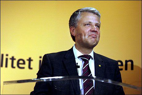 INGEN TRO: KrF-leder Dagfinn Høybråten tror ikke partiet får flere velgere ved å endre lojalitetskravene. Foto: Scanpix